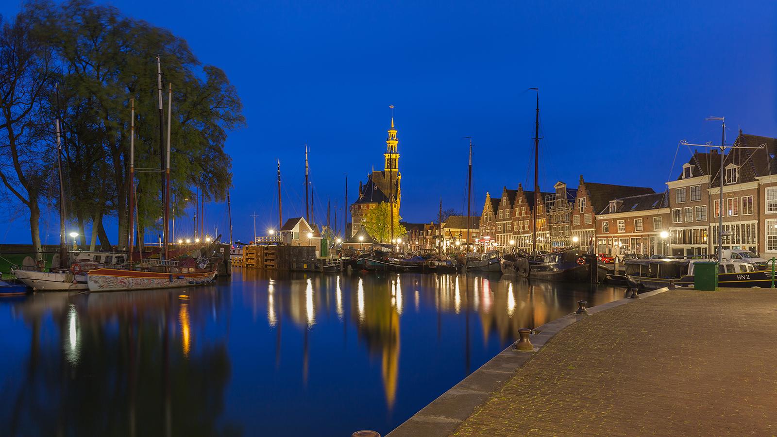 Binnenhaven Hoorn bij avondlicht