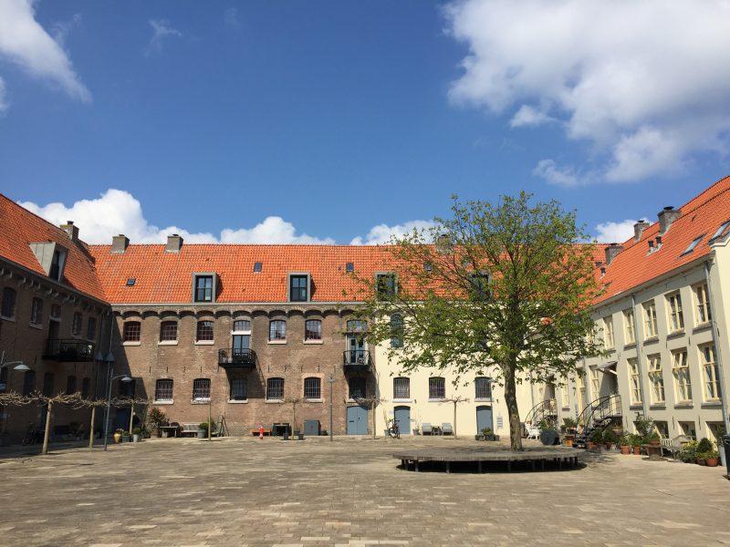 Local Guide Hoorn | Rondleiding Hoorn: binnenplaats van het Oostereiland